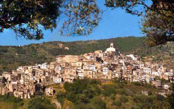 Badolato Paesaggio Calabria Contatto