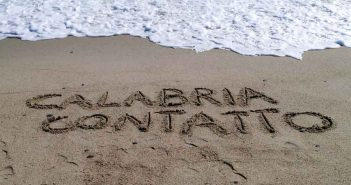Davoli Scritta sulla Sabbia Calabria Contatto