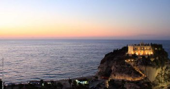 Santa Maria dell'Isola Tropea CalabriaContatto