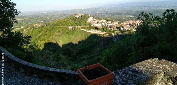 Altomonte Piazza Anfiteatro Calabria Contatto