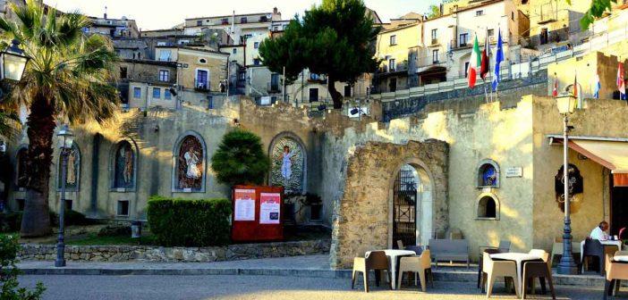 Altomonte Anfiteatro Belluscio Calabria Contatto