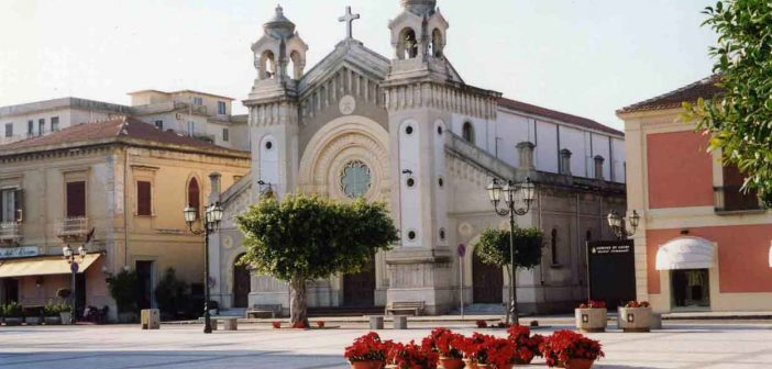 La piazza di Locri Calabria Contatto