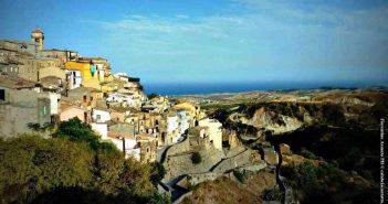 Badolato Panoramica Calabria Contatto