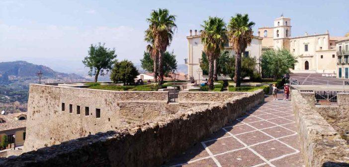 Santa Severina Piazza Calabria Contatto