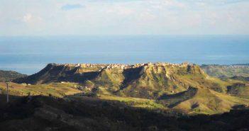 Strongoli Panorama Calabria Contatto