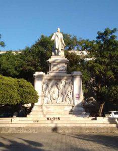 Statua Piazza Reggio Calabria Contatto