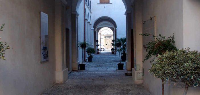 Locri Palazzo Nieddu Museo Calabria Contatto