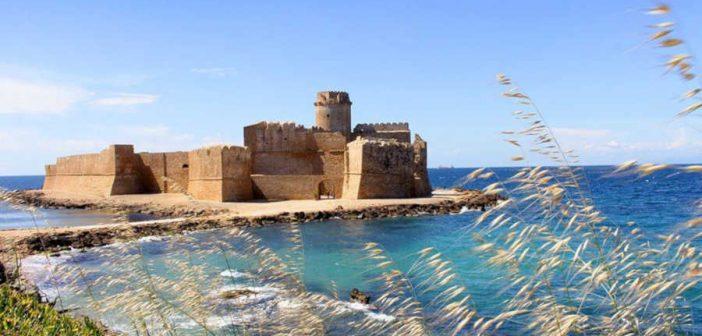 Le Castella Fortezza Isola Caporizzuto Calabria Contatto