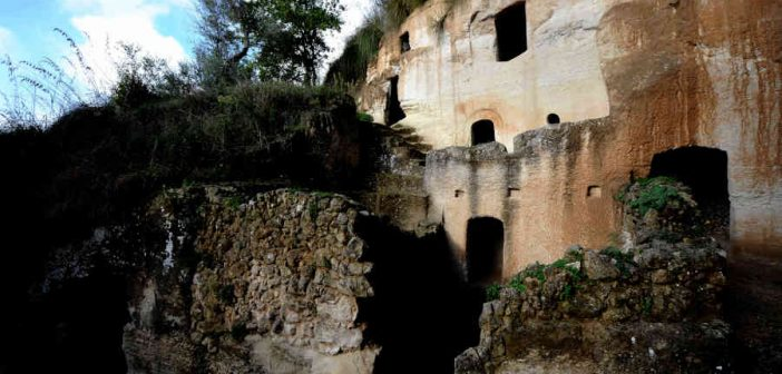 Insediamento Zungri Roccia Calabria Contatto