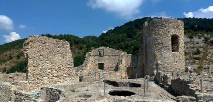 Ruderi Castello Cleto Calabria Contatto