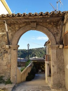Squillace Porta Architettura Calabria Contatto