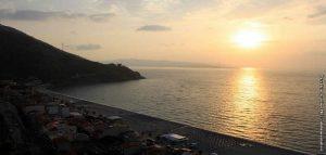 Scilla Tramonto Parentela Spiaggia Calabria Contatto