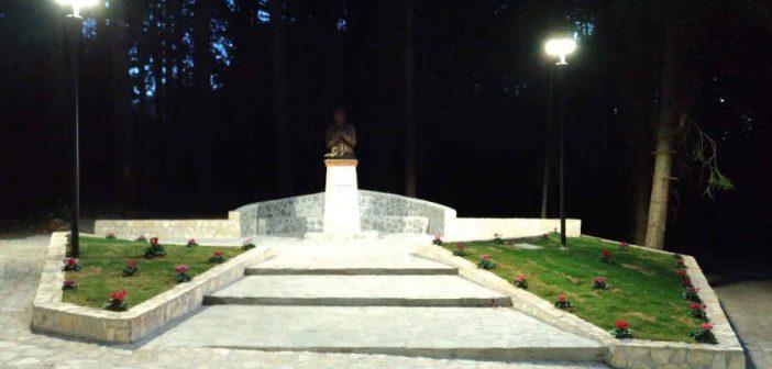 Piazza Mamma Natuzza Evolo Villaggio Cutura Sila Calabria Contatto